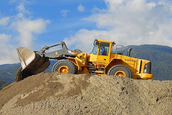 loading-shovels-1.jpg